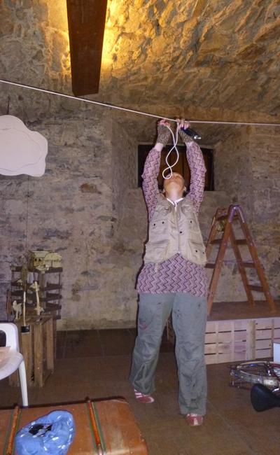 Cosima beim Aufbau